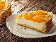 Печен чийзкейк с рикота, сирене маскарпоне и конфитюр /  сладко от праскови или кайсии